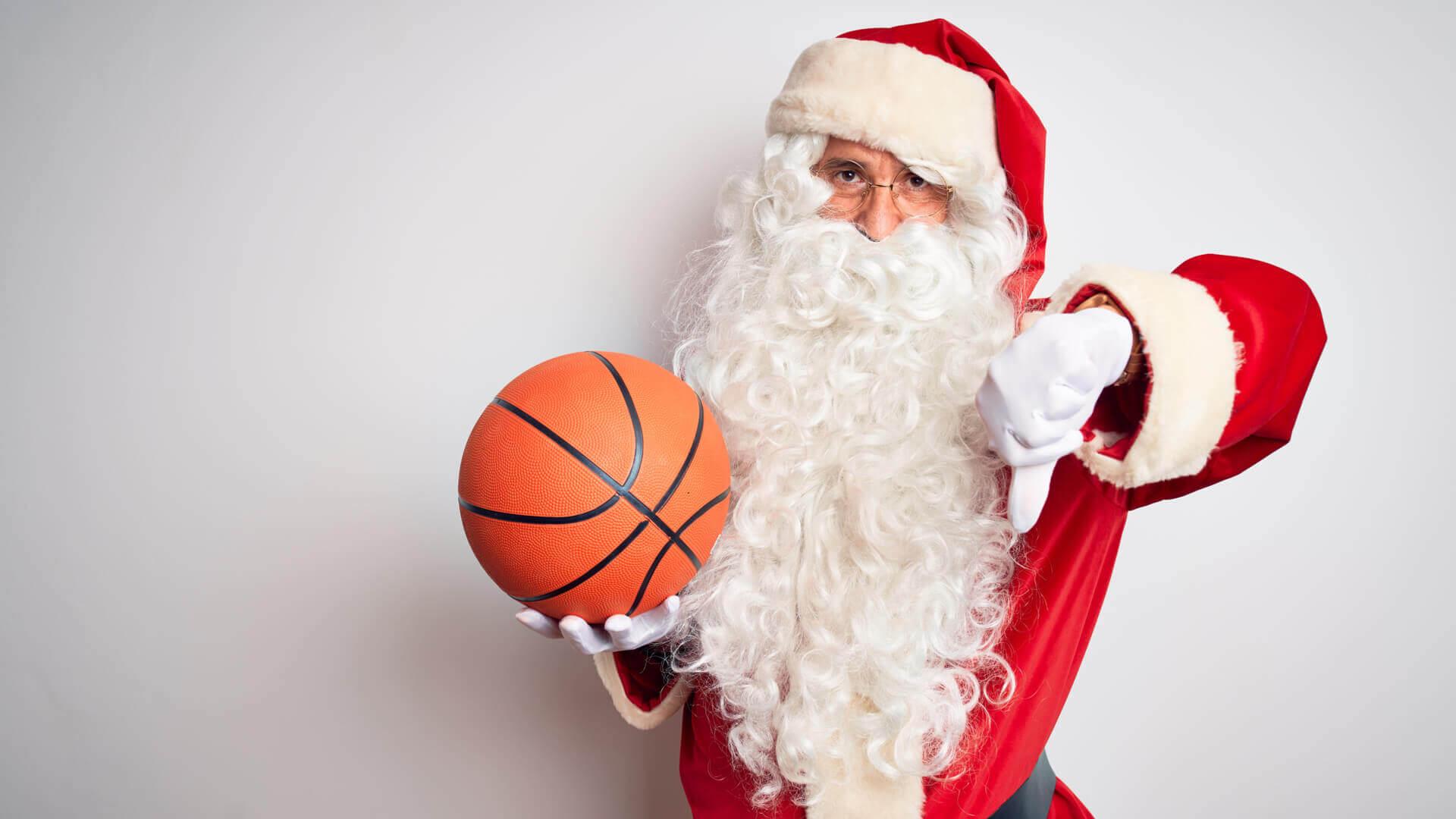 Święty Mikołaj z koszykówką