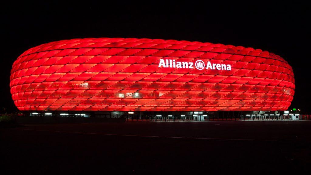 Allianz Arena w nocy